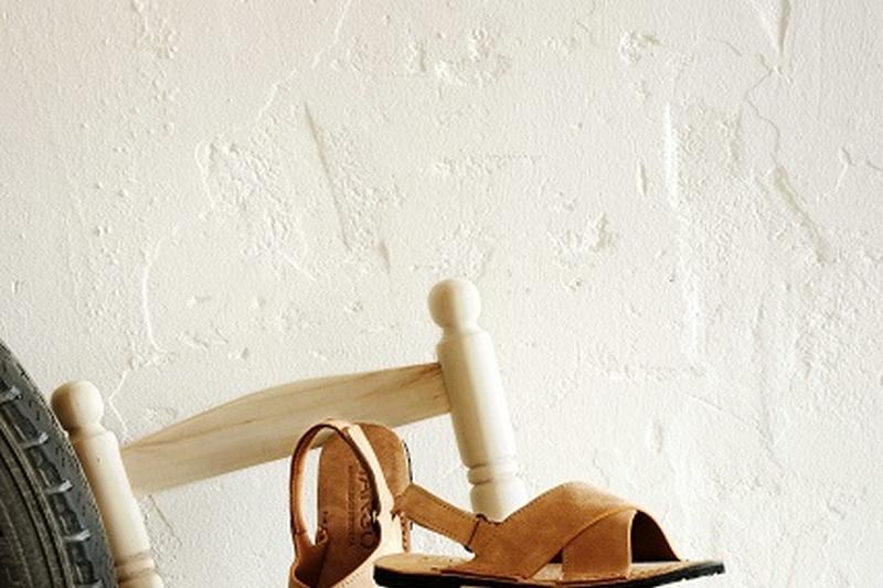 CRAFTMANSHIP AND UPCYCLING COMBINE IN THE DESIGN OF MANGO'S NEW SANDALS