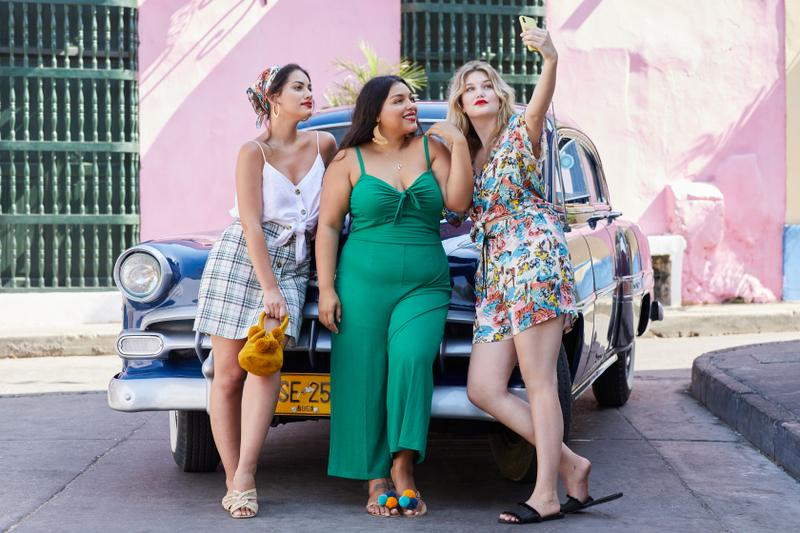 Paloma Elsesser, Lorena Durán and Iza IJzerman feature in the VIOLETA BY MANGO SS19 campaign