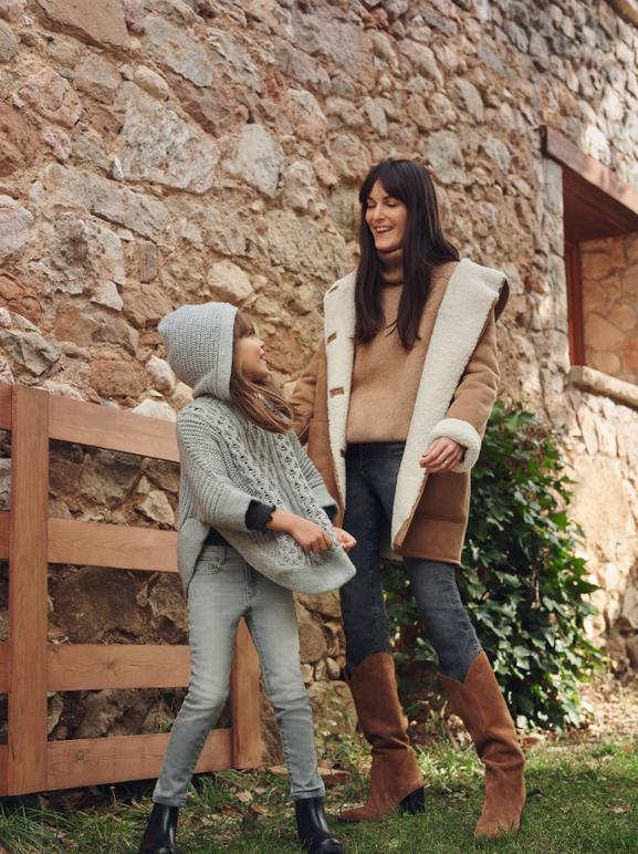 LEIA SFEZ & HER DAUGHTER INDIA SHARE THEIR WARDROBE (AND MOMENTS)DURING THIS FESTIVE PERIOD. WHO IS WHO? - 03
